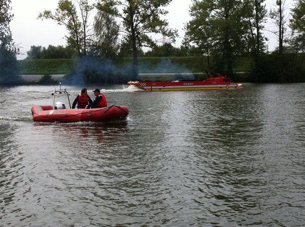 Výcvik obsluhy plávajuceho transportéra PTS 10